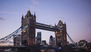 Англия готовится к послаблению коронавирусных ограничений